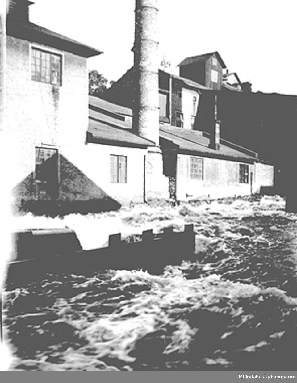 Soabs anläggningar på norra sidan uppströms Forsebron (Mölndalsfallen) ca 1920.