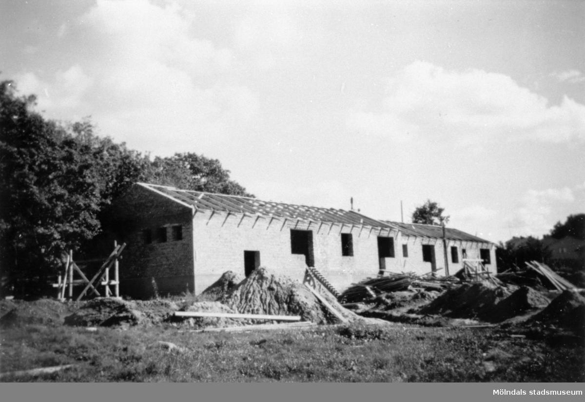 Lackarebäckshemmets personalbostäder, under uppbyggnad, längst upp mot sydost 1949-1950.