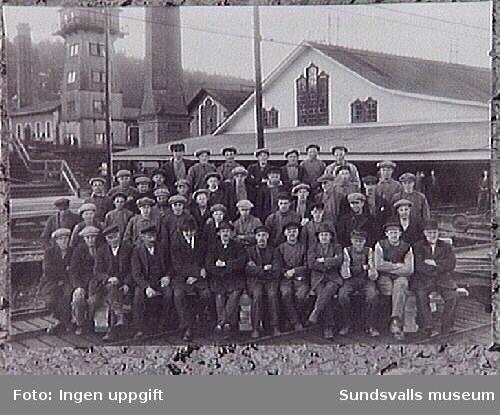 Personal vid hyvleriet och lådfabrik i Svartvik.