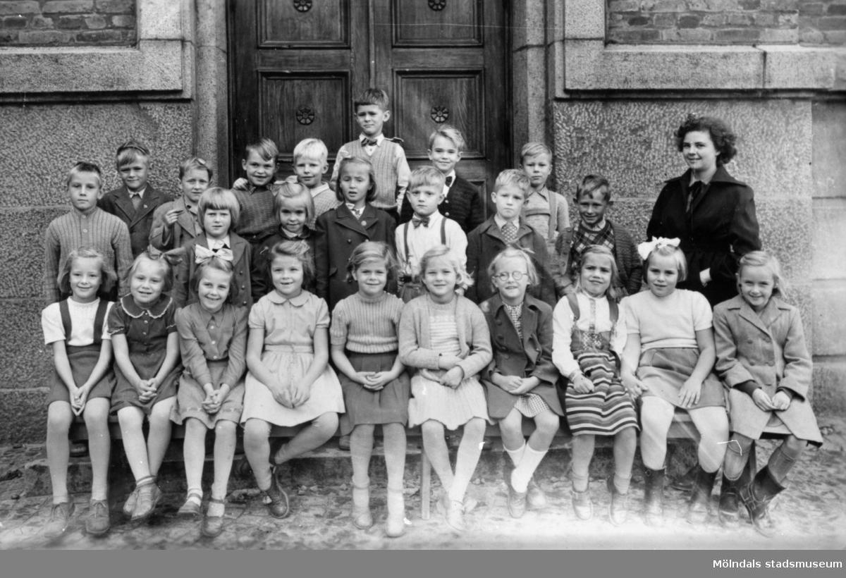 Klassfoto Leif Garthmans 3:dje klass läsåret 1952-53 på Kvarnbyskolan.