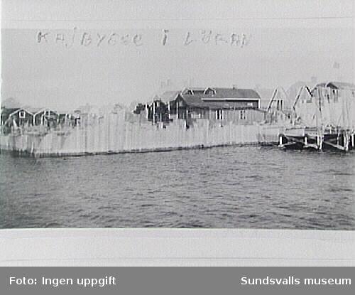 Gjutformar i trä vid bygge av ny betongkaj i Lörans fiskeläge, Njurunda, på 1930-talet.