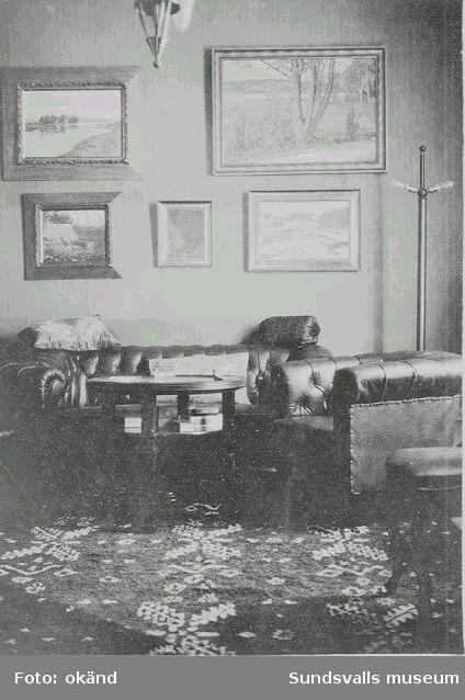Vardagsrum i Herman Wahlroths villa, Södra Tjärngatan 1, före ombyggnad 1930.