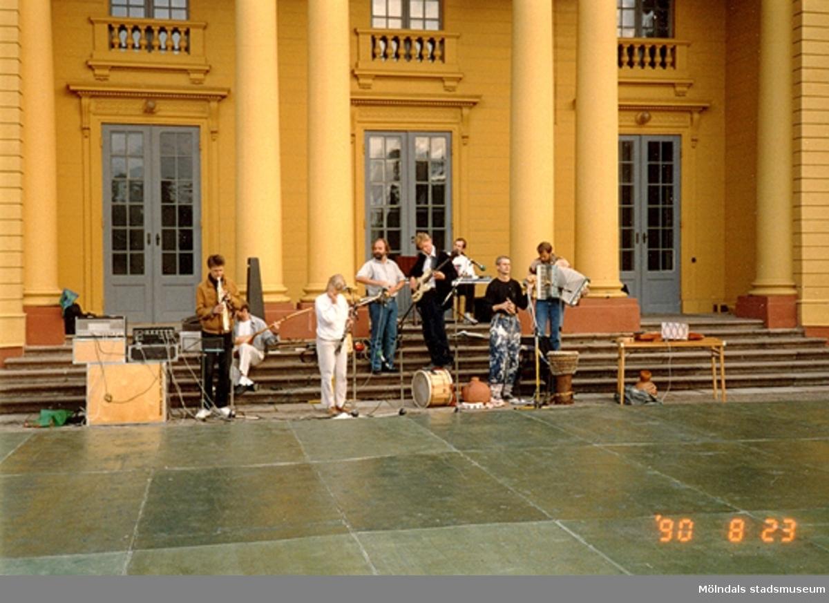 Konsert på Gunnebo slotts framsida, augusti 1990.