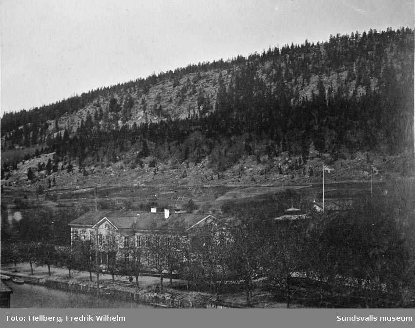 Badhusparken med Vattenkurinrättningen, byggd 1861.