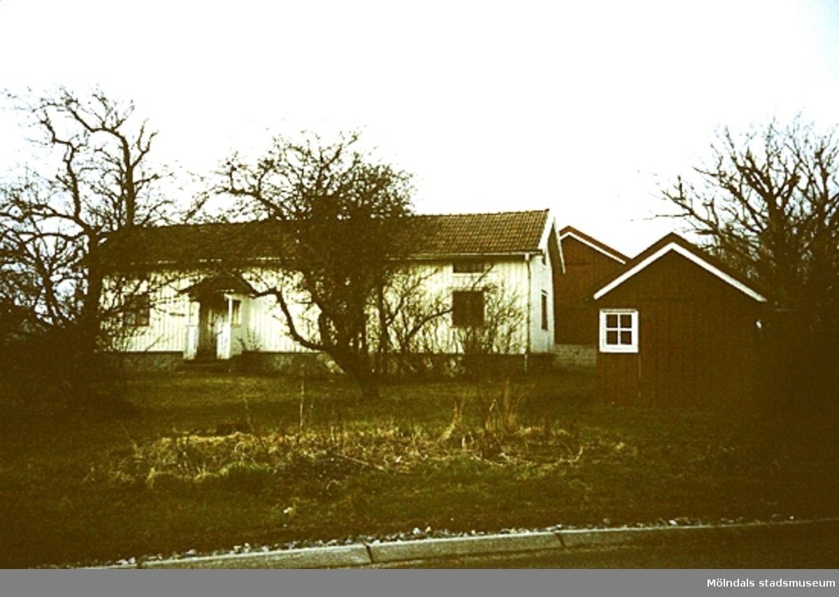 """Lindome, Spårhagavägen.Fågelsten 1:15 rivet maj 1994, """"Mensers""""."""
