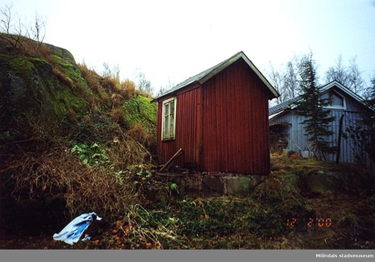 Ett uthus.Bigatan 5, Renen 2, Sörgården 2000-02-12.