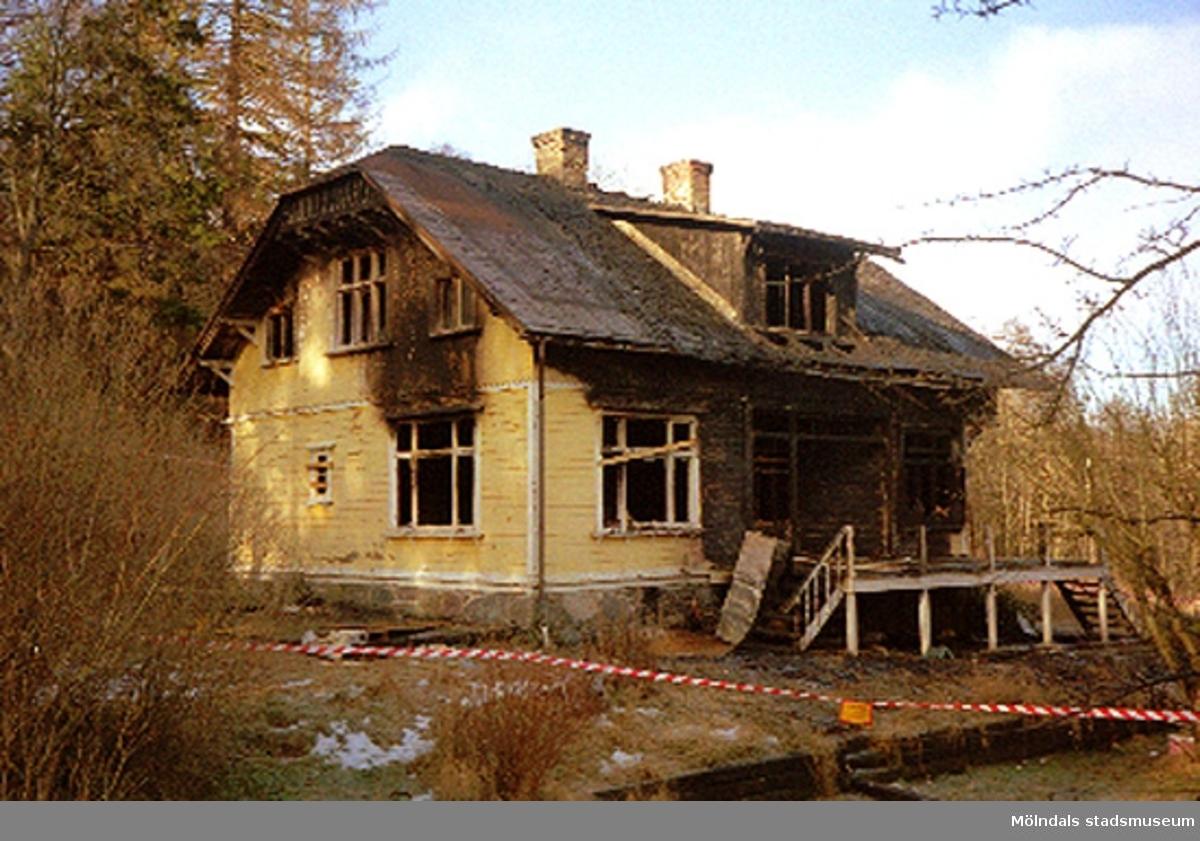 Ett bostadshus som har brunnit.Krokslätt 1:141, februari 1995.