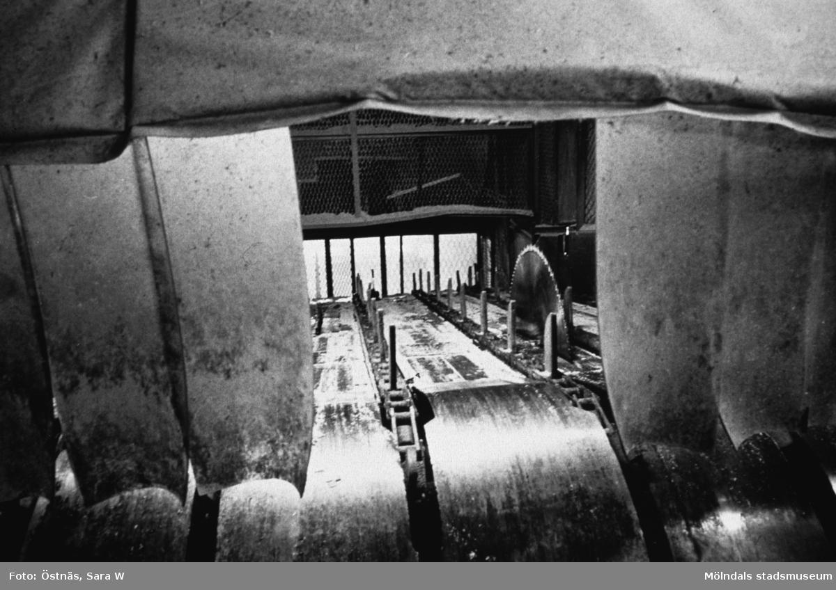 Såg för kapning av massaved på Papyrus i Mölndal, år 1990.