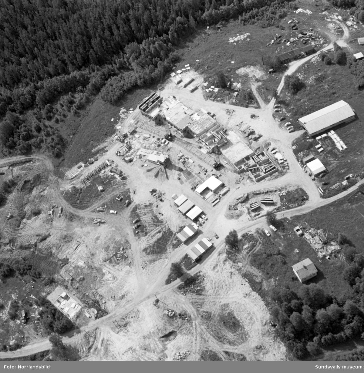 Flygfoton över det pågående bygget av bostadsområdet i Nacksta.