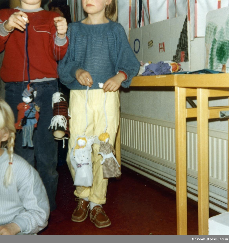Dockteaterkurs VT 1985. Fotografi ur album tillhörande Blanka Kaplan.