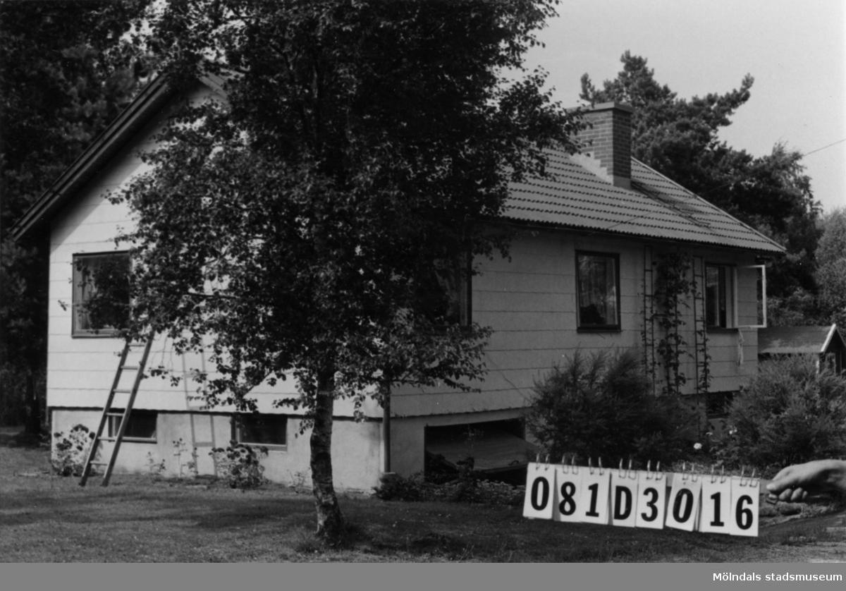Byggnadsinventering i Lindome 1968. Greggered 1:40. Hus nr: 081D3016. Benämning: permanent bostad. Kvalitet: god. Material: eternit. Övrigt: hundgård. Tillfartsväg: framkomlig.
