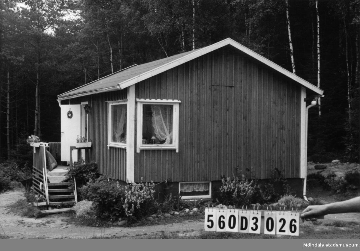 Byggnadsinventering i Lindome 1968. Fagered 2:45. Hus nr: 560D3026. Benämning: fritidshus. Kvalitet: mycket god. Material: trä. Tillfartsväg: framkomlig. Renhållning: soptömning.