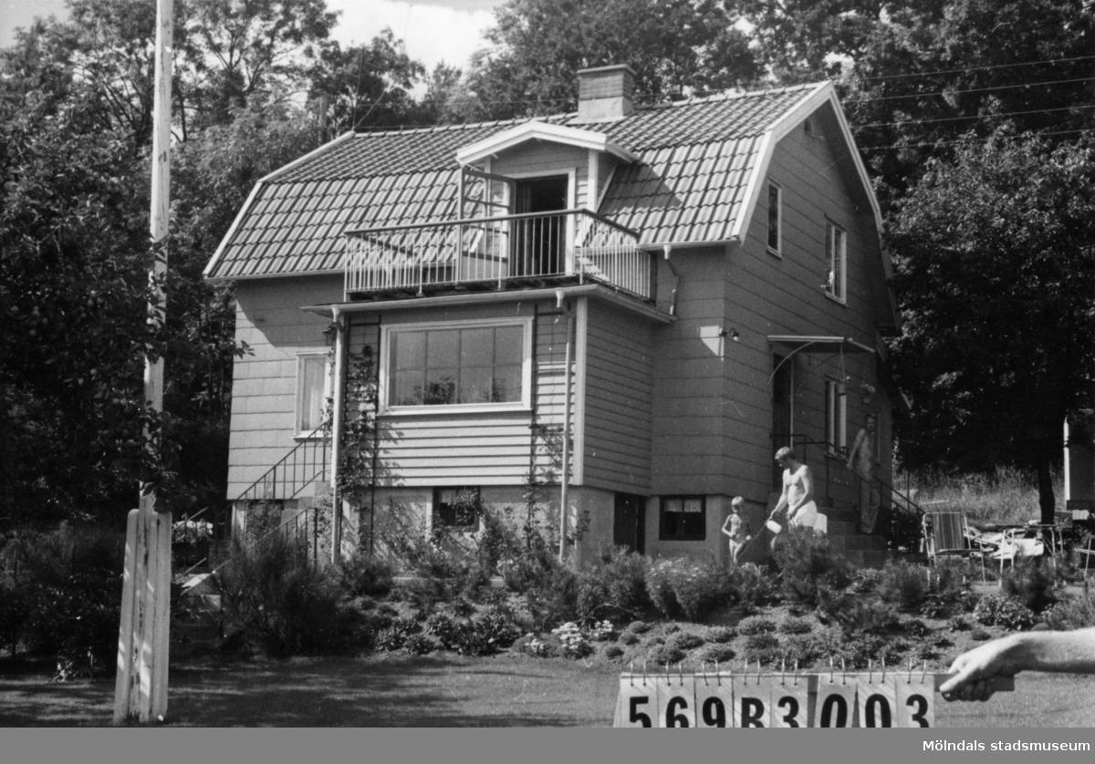Byggnadsinventering i Lindome 1968. Fagered 1:30. Hus nr: 569B3003. Benämning: permanent bostad och redskapsbod. Kvalitet, bostadshus: mycket god. Kvalitet, redskapsbod: god. Material, bostadshus: eternit. Material, redskapsbod: trä. Tillfartsväg: framkomlig. Renhållning: soptömning.