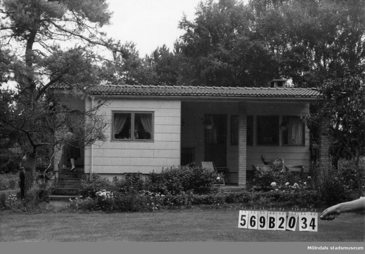Byggnadsinventering i Lindome 1968. Gastorp 3:65. Hus nr: 570A1018. Benämning: fritidshus. Kvalitet: mycket god. Material: eternit. Tillfartsväg: framkomlig. Renhållning: soptömning.