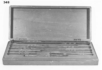 Ekspik, modeller av trä, till ett antal av 10 stycken, förvarade i en gråmålad låda. Tillkom år 1883. 12 st 1998.