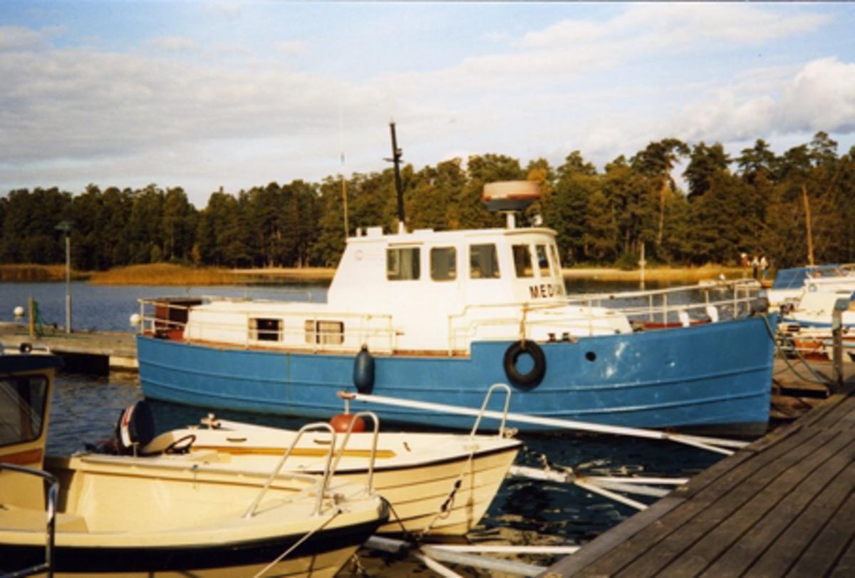 Median, ex Ing-marie av Västerås. Askfatshamnen, Dalarö 27/9-86