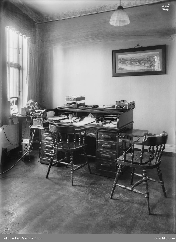 Anth. B. Nilsen assuransebyrå, forsikring, kontor, interiør, skrivebord, telefoner