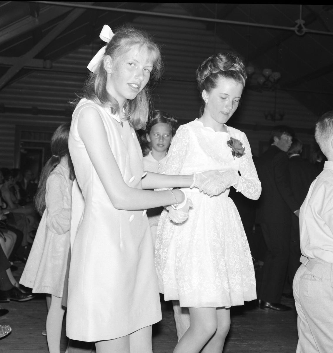 Danseskolen på Veldrom, Veldre, Byflaten. Dans, ball. Barn.