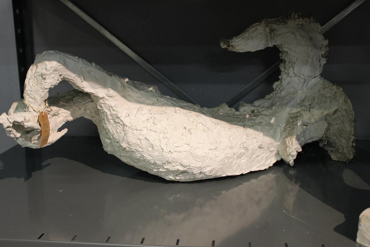 """Skulptur i gips av en havhest. """"Havhesten"""". Utkast til fontenen """"Otra"""". Se også nr.270 og nr.271"""