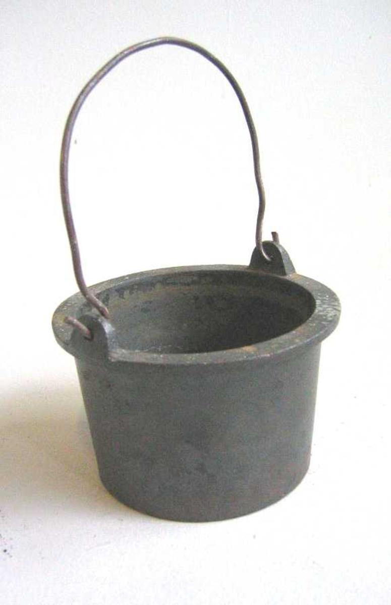 Sylinderforma  -   med krage og hank