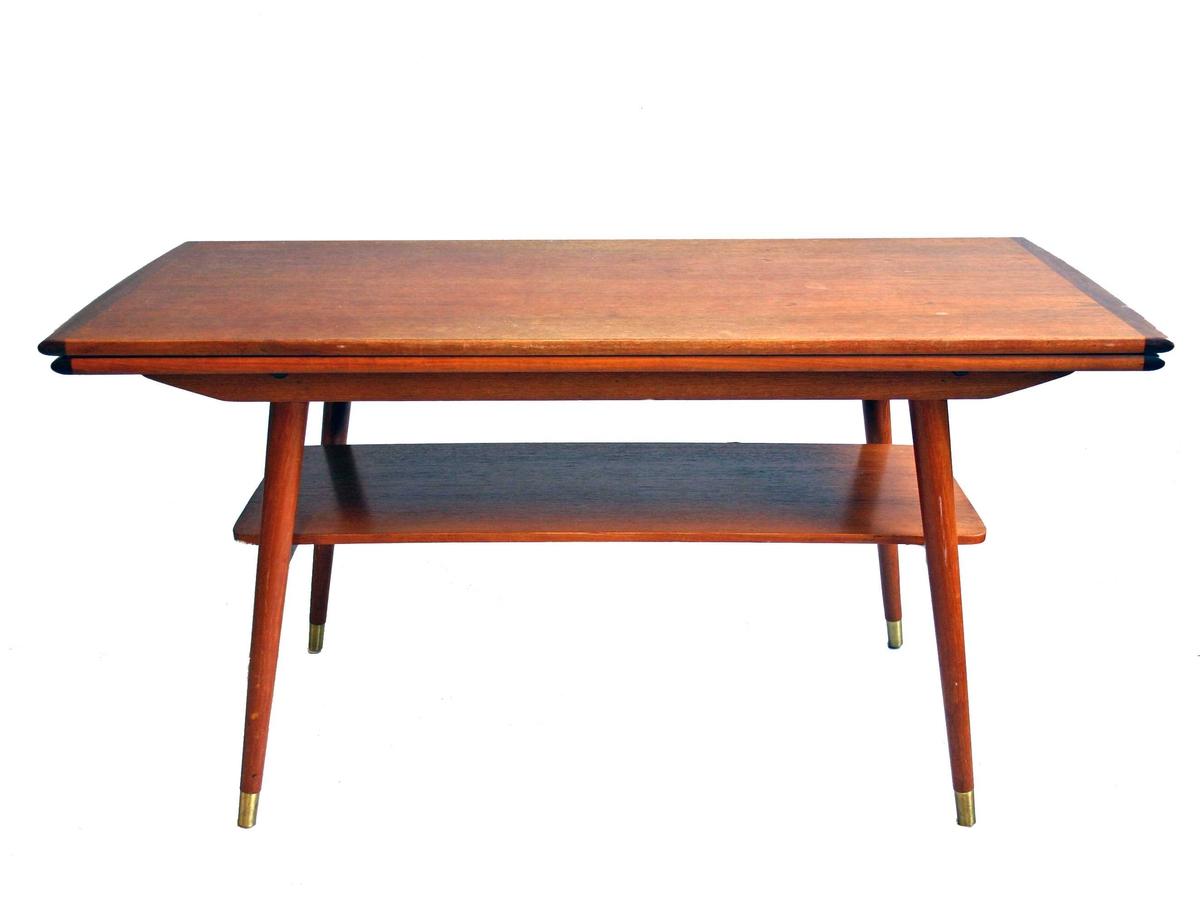Rektangulert forma bordplate - avlastningsplate fro blad/aviser. Ekstraplater - for uttrekk - på langsidene