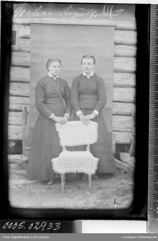 Portrett av to kvinner..