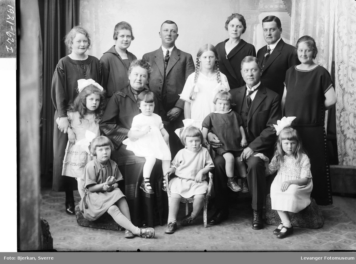 Fru Hemilie Ausen med barn