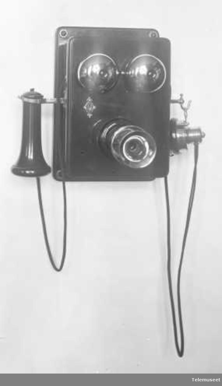 Telefonapparat, cb veggtelefon i tre, med fast mikrofon, klokke 1000 ohm. Elektrisk Bureau.