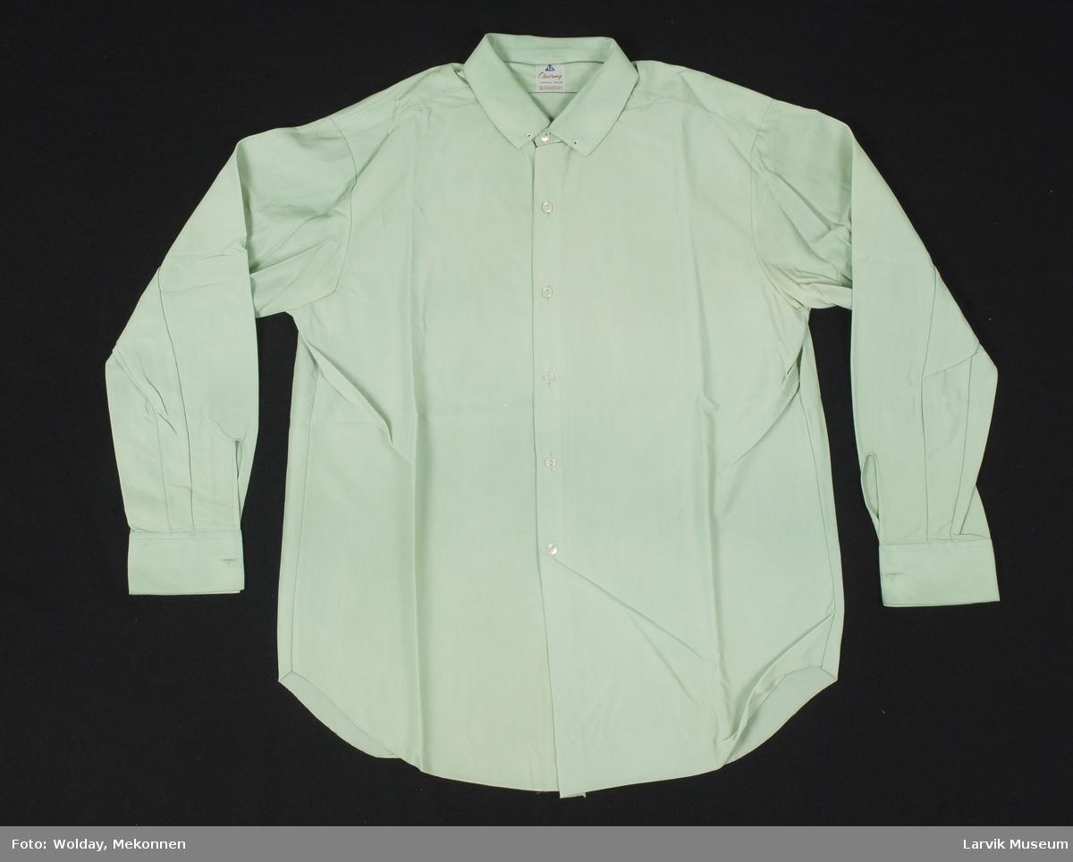 Form: lysgrønn nylon charmeuse, 6 hvite knapper