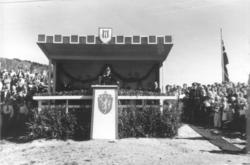 Prospektkort. Fra Kongebesøket i 1946. Kong Haakon den 7. ta