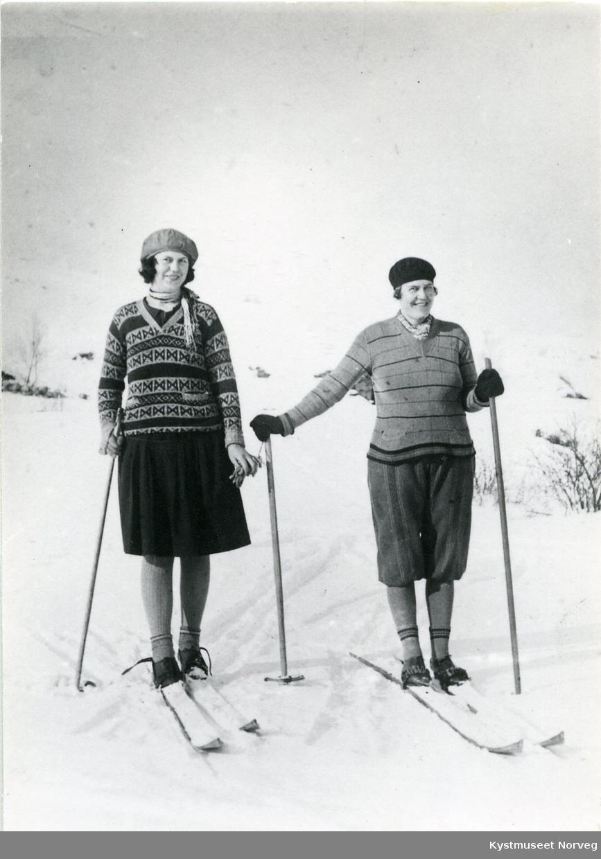 Rørvik, Dagmar Engstad og Valborg Lundemo Moe på skitur