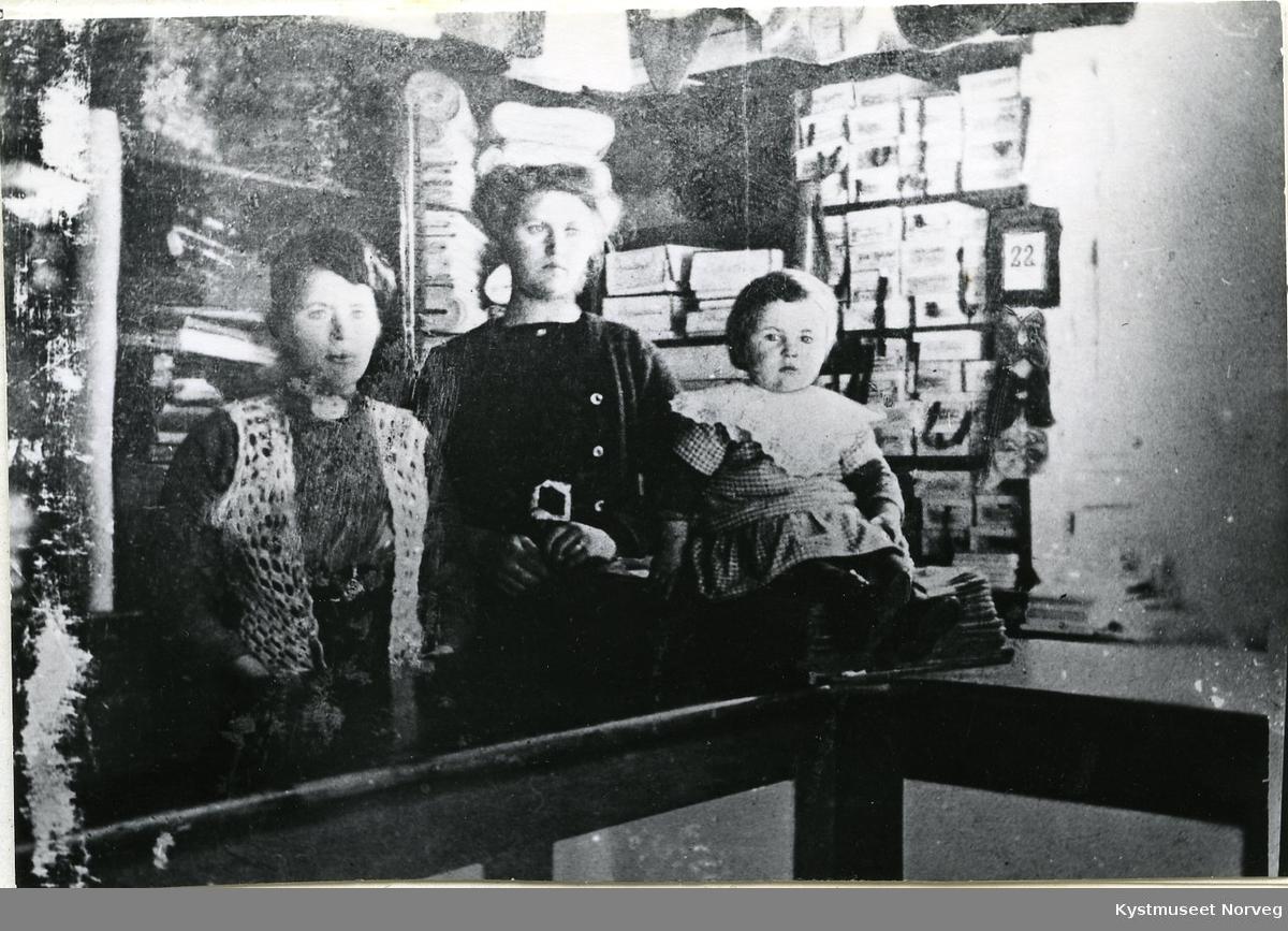 Rørvik, Interiørbilde fra Augusta Hansens butikk