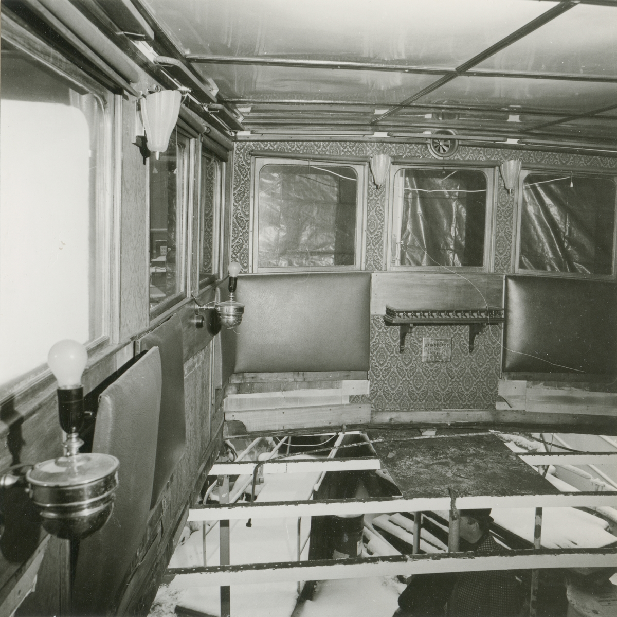 S/S Norrskär byggd år 1910 vid Nybrokajen, Stockholm den 20:e december. 1983 omfattande reparationsarbeten ombord. Matsalsrestaurering fördäck, matsalsdurk bortmonterad.