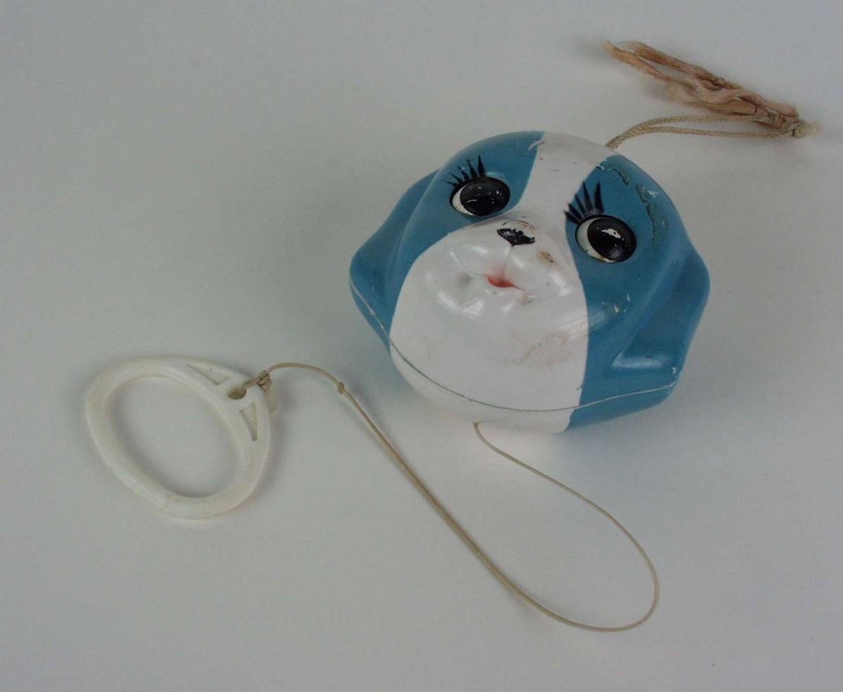 Spilledåse i plast formet som hodet på en valp.