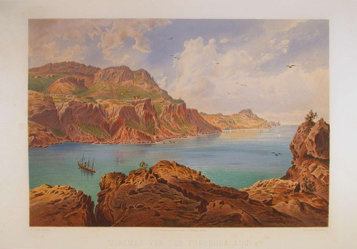 Fjord med klipper og skip