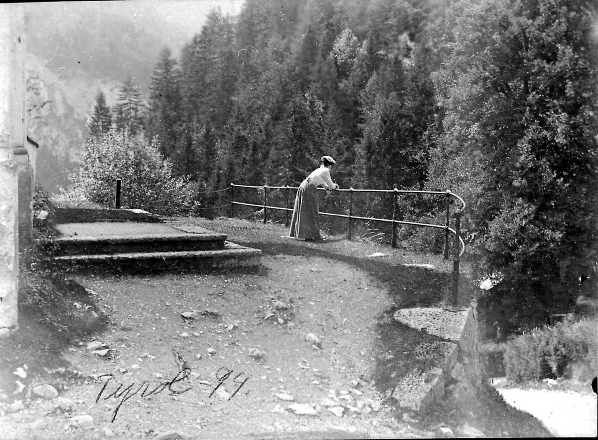 Tyrol, kvinne, skog, dal,