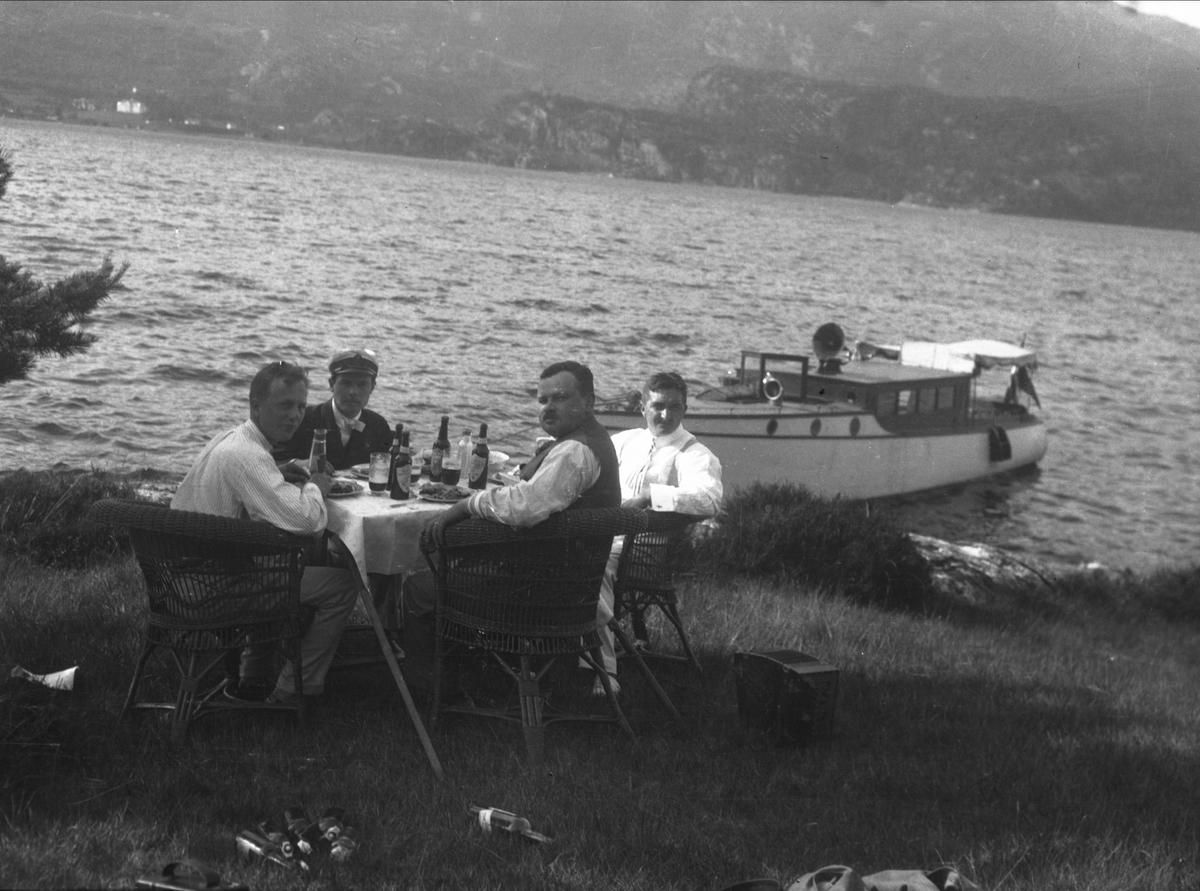 Båt, menn, ukjent, kurvstol, eksteriør, måltid,