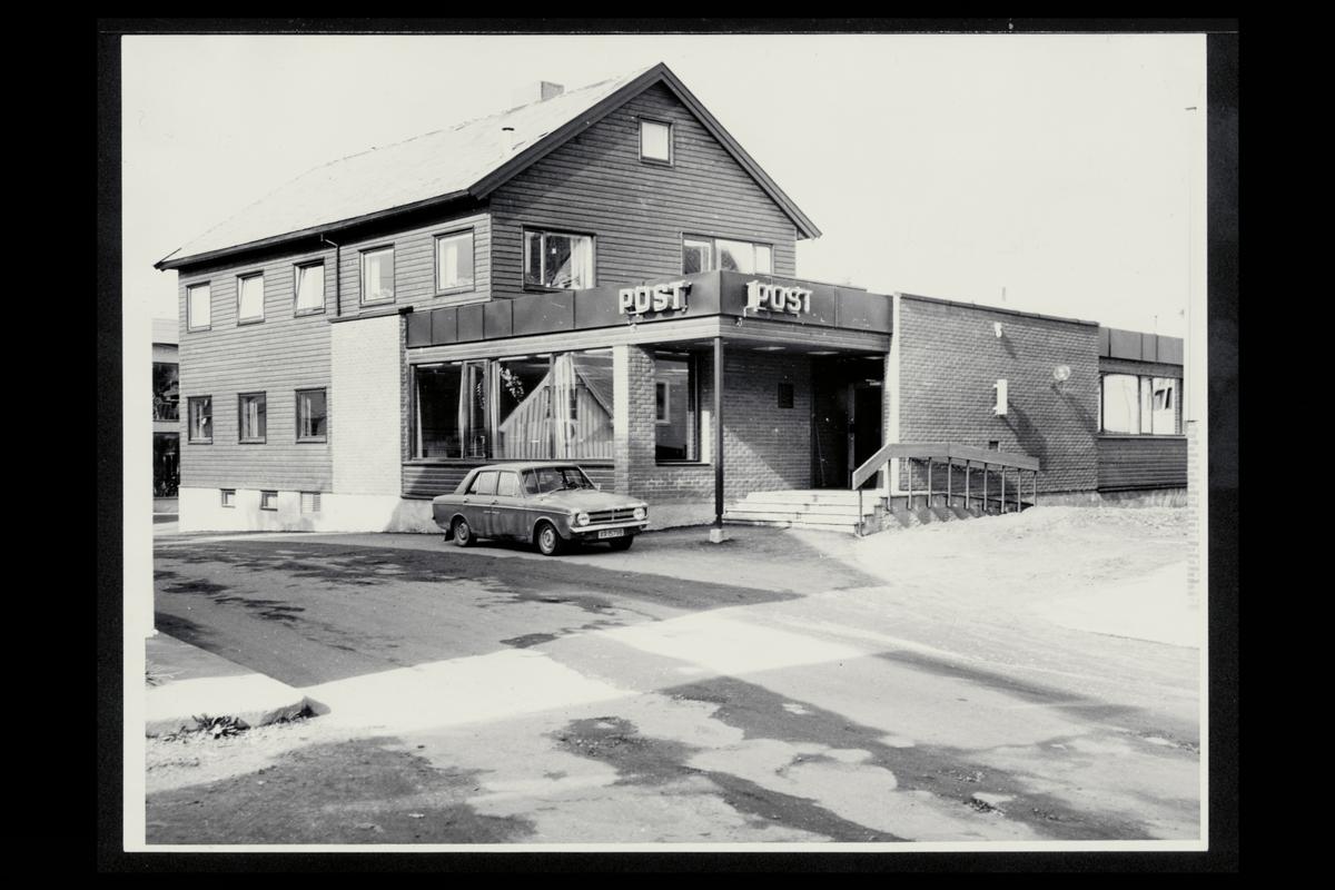 eksteriør, postkontor, 7900 Rørvik, bil, hovedinngang