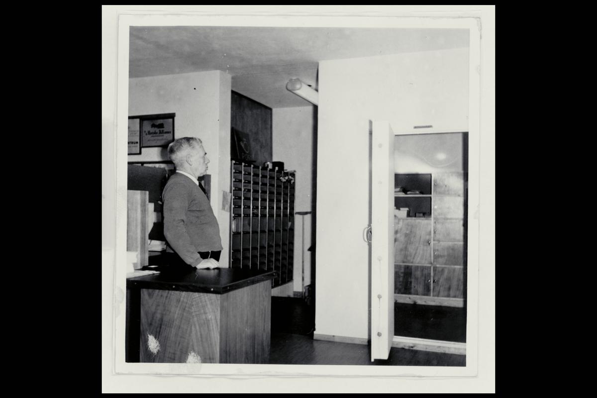 interiør, postkontor, mann