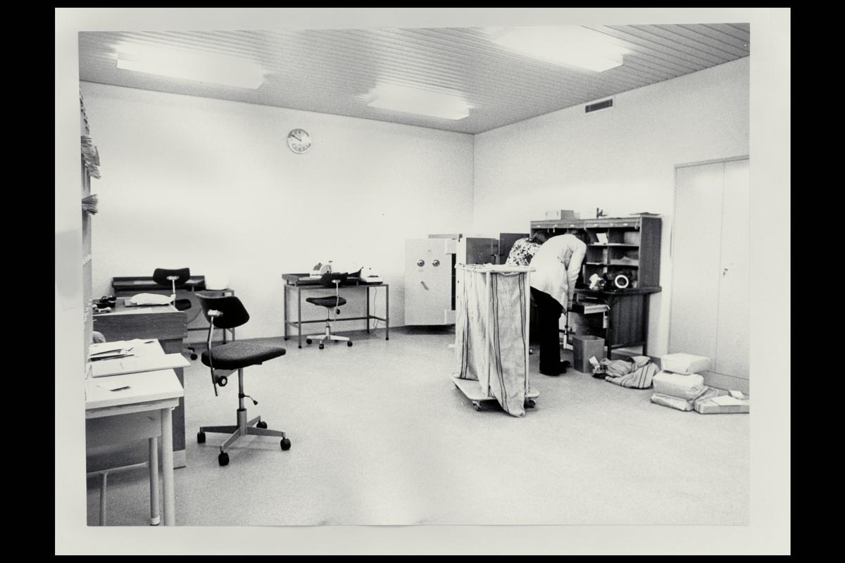 interiør, postkontor, 1008 Leirdal, postsekker, pakker, personale