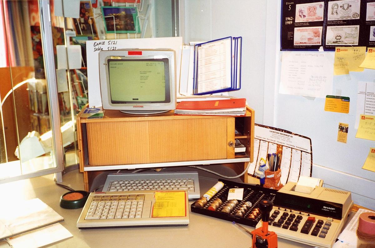interiør, postkontor, 0137 Bekkelaget, skranke, skrankeskap, skrankemaskin, regnemaskin, tarifold, myntkasett
