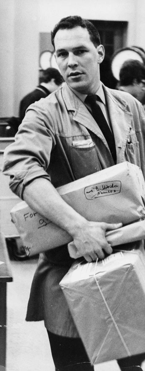 postbehandlig, pakkepost, Trondheim, mann