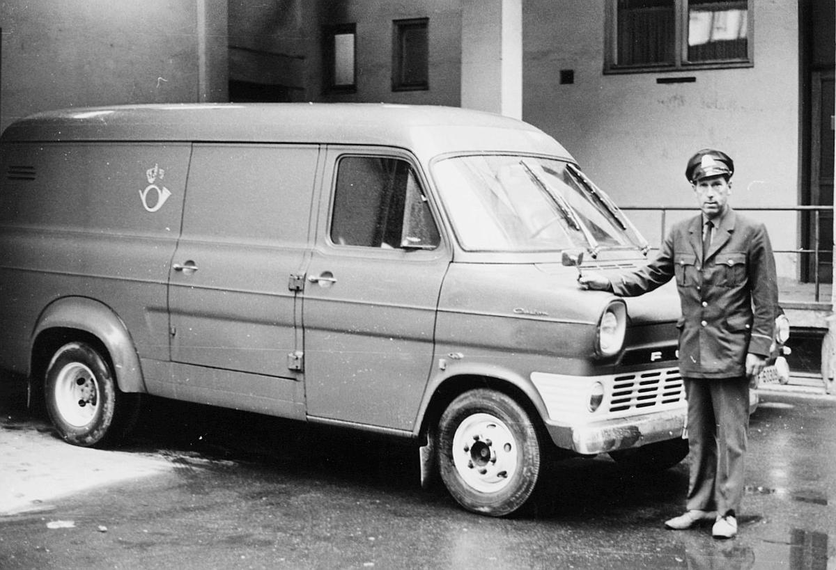 transport, bil, Drammen-Tønsberg, Ford varevogn, postemblem, mann