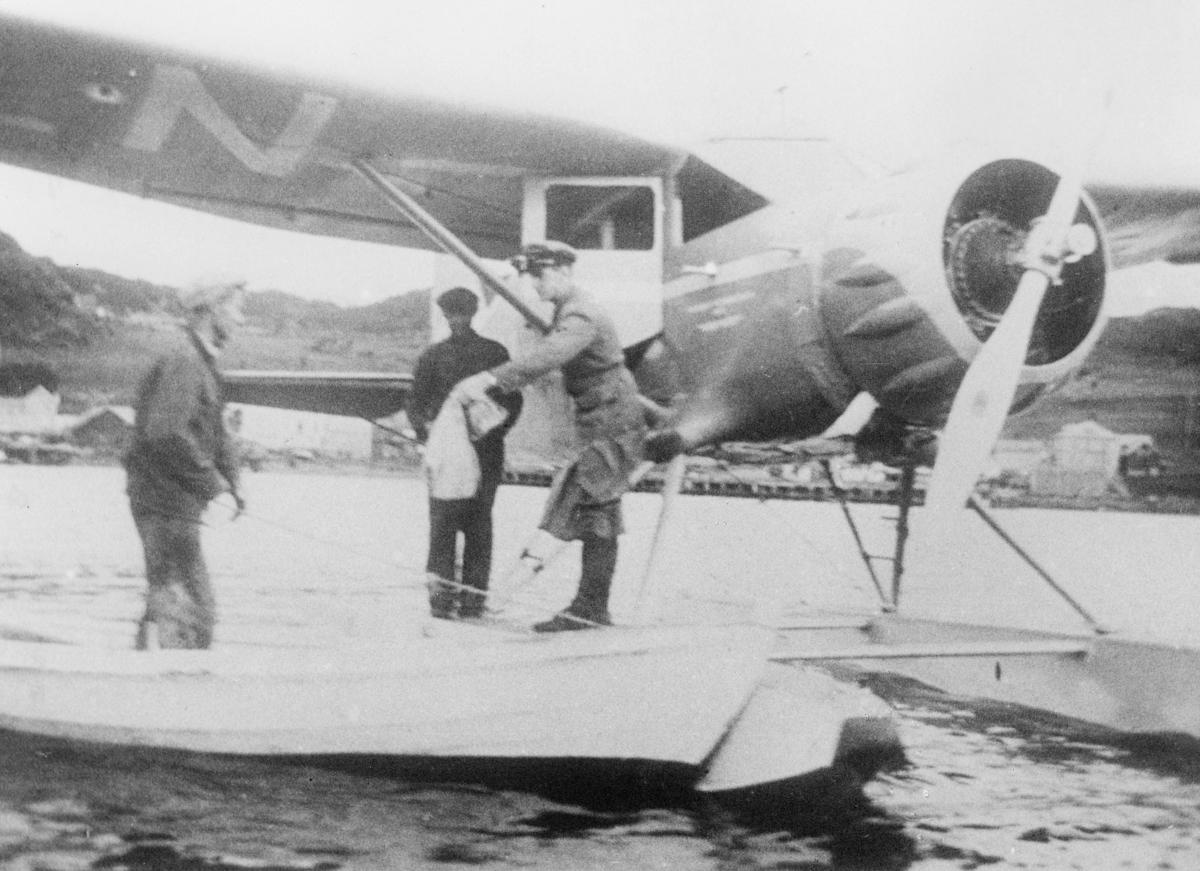 transport, fly, på bakken, Tromsø-Skjervøy-Hammerfest-Honningsvåg, sjøfly, Waco, postutveksling, tre menn