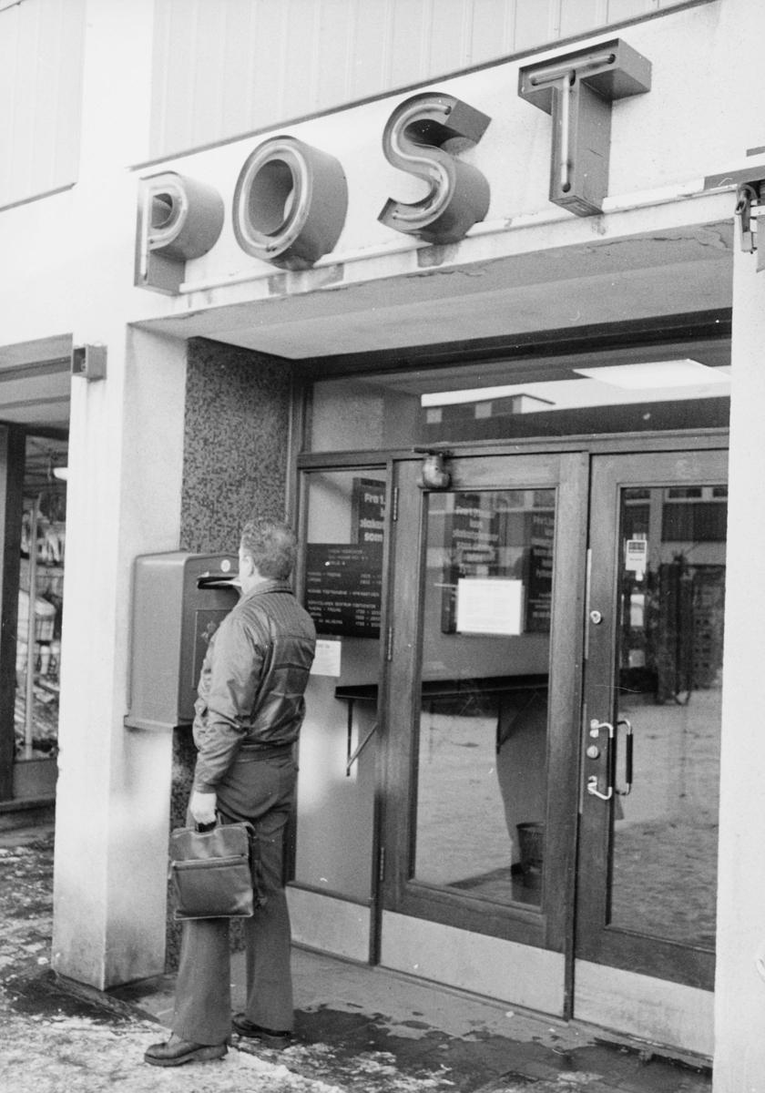 postkasser, offentlig, postkontor, festet på vegg, mann, by, eksteriør