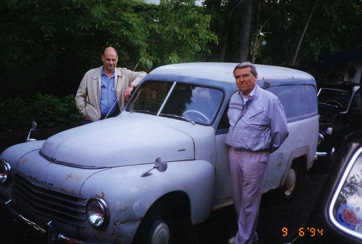 postmuseet, transport, bil, varebil, Volvo Duett, A-680, umalt, under restaurering, to menn