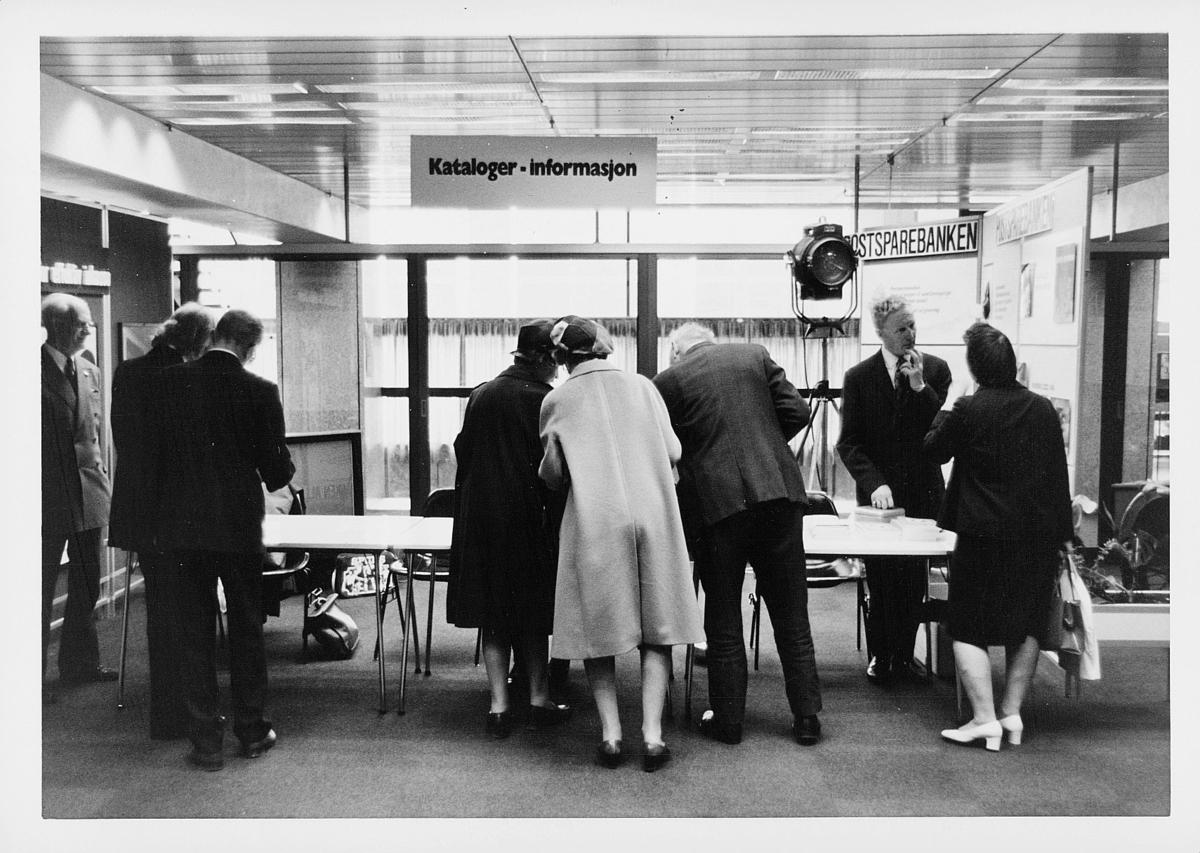 markedsseksjonen, Oslo postgård 50 år, utstilling, mennesker, informasjon, kataloger, postsparebanken
