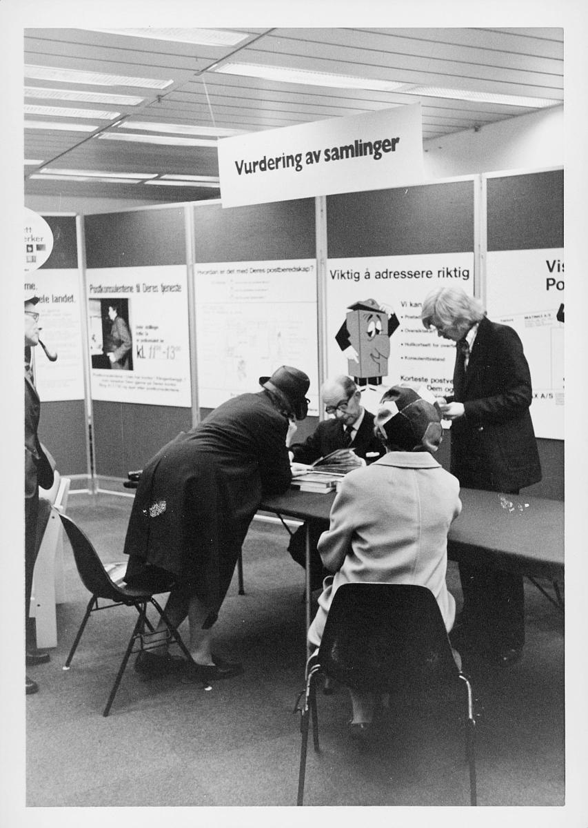 markedsseksjonen, Oslo postgård 50 år, utstilling, vurdering av samlinger, filateli, mennesker
