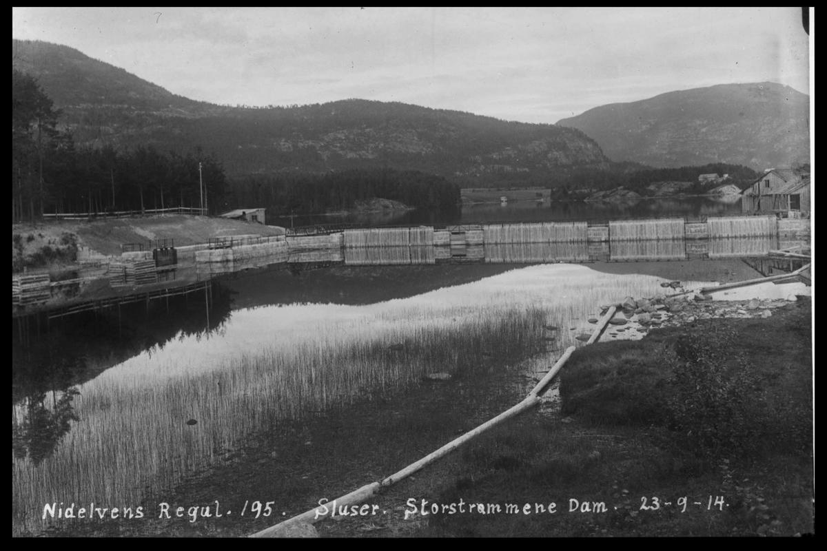 Arendal Fossekompani i begynnelsen av 1900-tallet CD merket 0446, Bilde: 15 Sted: Storstraumen dam og sluser Beskrivelse: Regulering