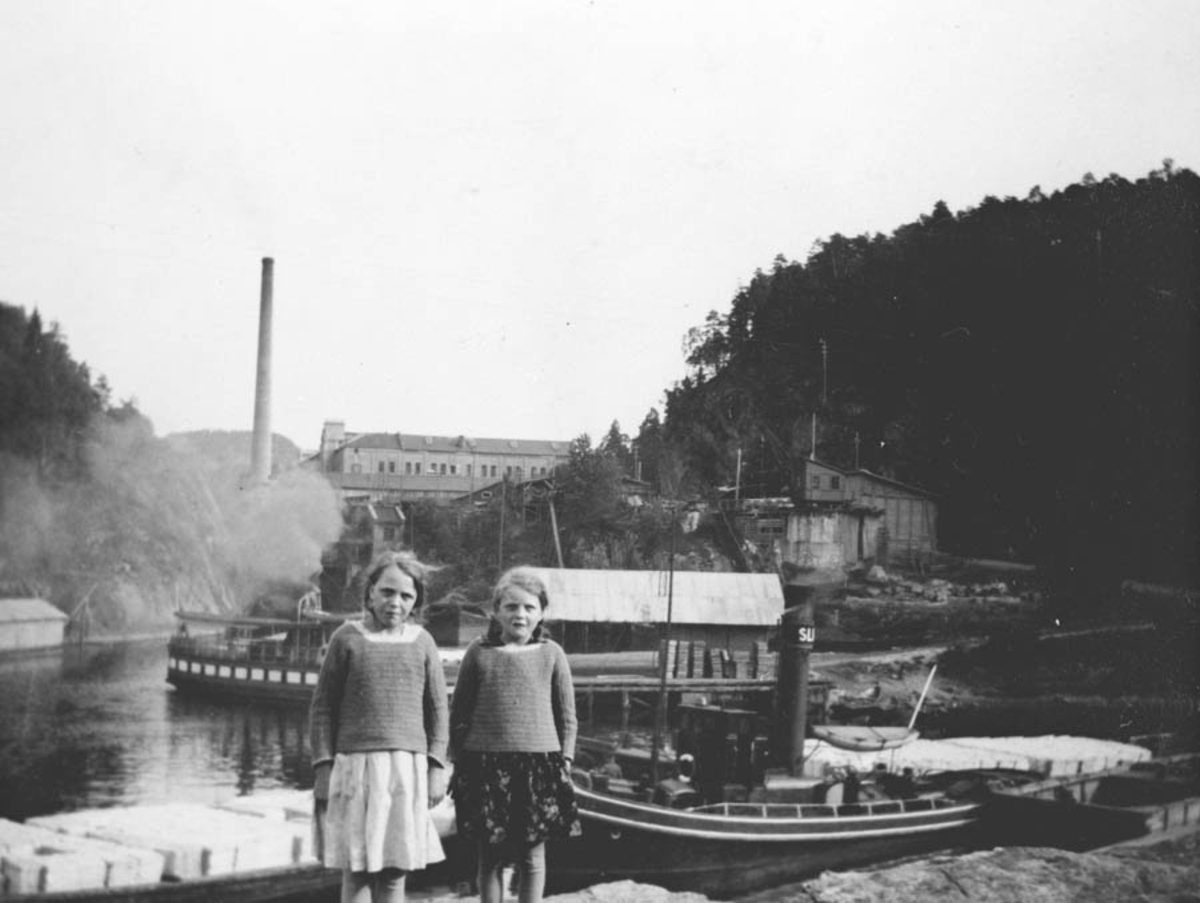Dagny og Gudbjørg på ferie på Skotfoss